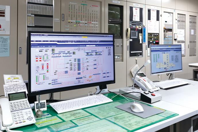 病院内の空調・熱源設備などの運転管理を行っているsavic-net FX2。収集した各種運用データをアズビルのクラウドサーバーに送信し、クラウドサービスのエネルギー管理機能からも病院内の設備状況を確認することができる