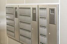 商業テナントの鍵を管理する鍵管理ユニット(キーボックス)。