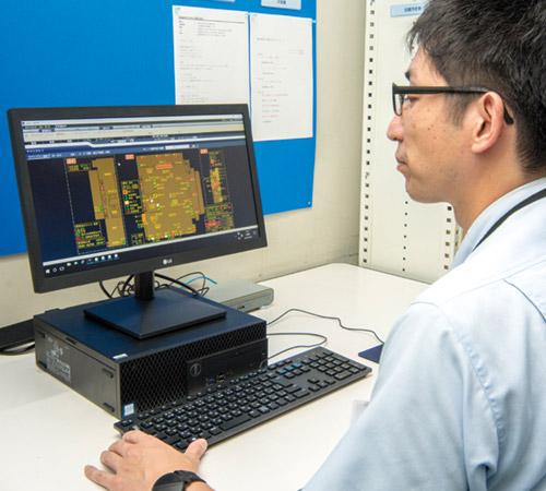 富士勝山工場内の空調設備を一元管理しているsavic-net FX。この画面から富士吉田工場、鳴沢工場の運用状況も確認・操作ができる。