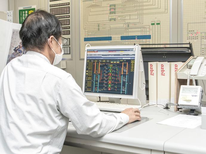 2018年に更新を行ったアズビルの建物管理システムsavic-net™FX2。施設全体の運用状況を一括管理している。