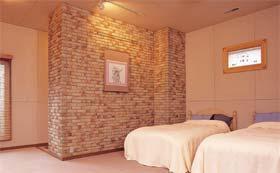 寝室の壁にはゼオライトを使い、きくばりと併せて心地よさを提供する