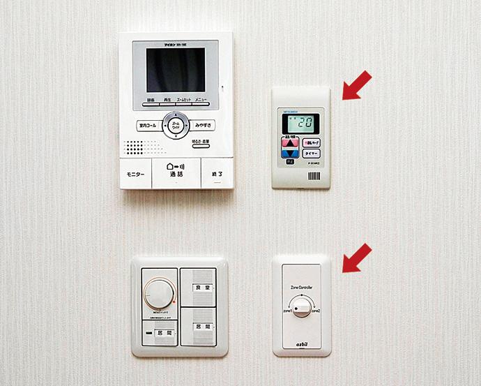 全館空調システムの冷暖房を制御するコントロールパネル。1階の居間に設置されている。