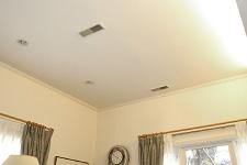 温風、冷風の吹出し口は居室や玄関など、随所に設置。風が吹き出す際の風切り音や風が体に当たる感じも全く気にならない(ご主人談)。