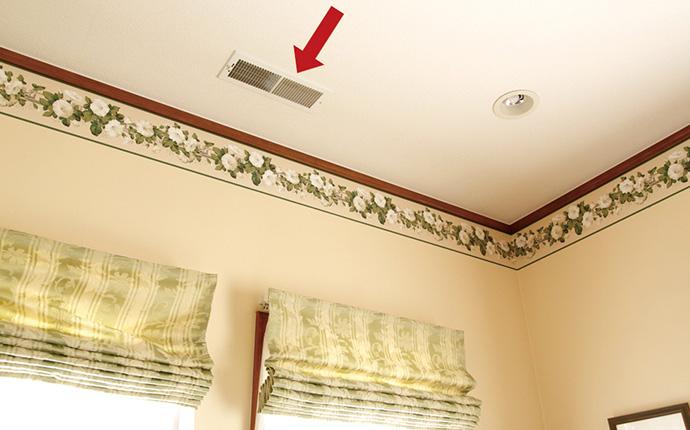温風、冷風の吹出し口。全館空調システムの効果を、最大限に得るための気流設計に基づき取付け位置が決められている。<br />※現在販売しているシステムの吹出し口の形状とは異なります。