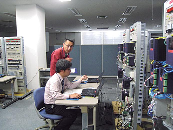 実技試験はアズビル・アカデミー研修センターにある実習設備で行われ、90分間で四つの業務をこなす問題を通して実践的な知識や技能、判断力がきめ細かく審査された。