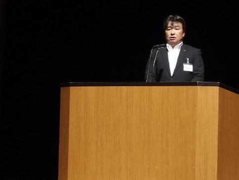 開会の挨拶を行うビルシステムカンパニー社長 濱田和康