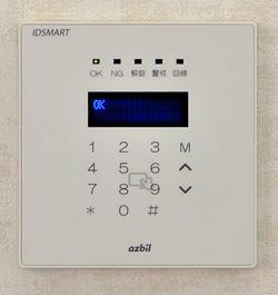 入退室管理システム IDSMART-II 白の製品正面写真
